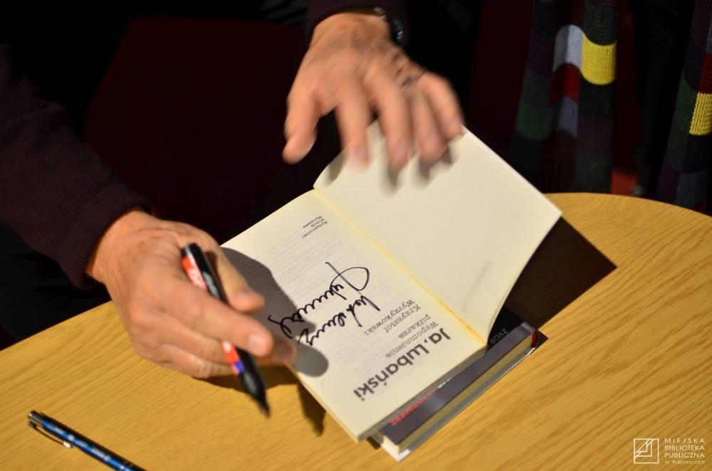Otwarta książka o Lubańskim z jego autografem