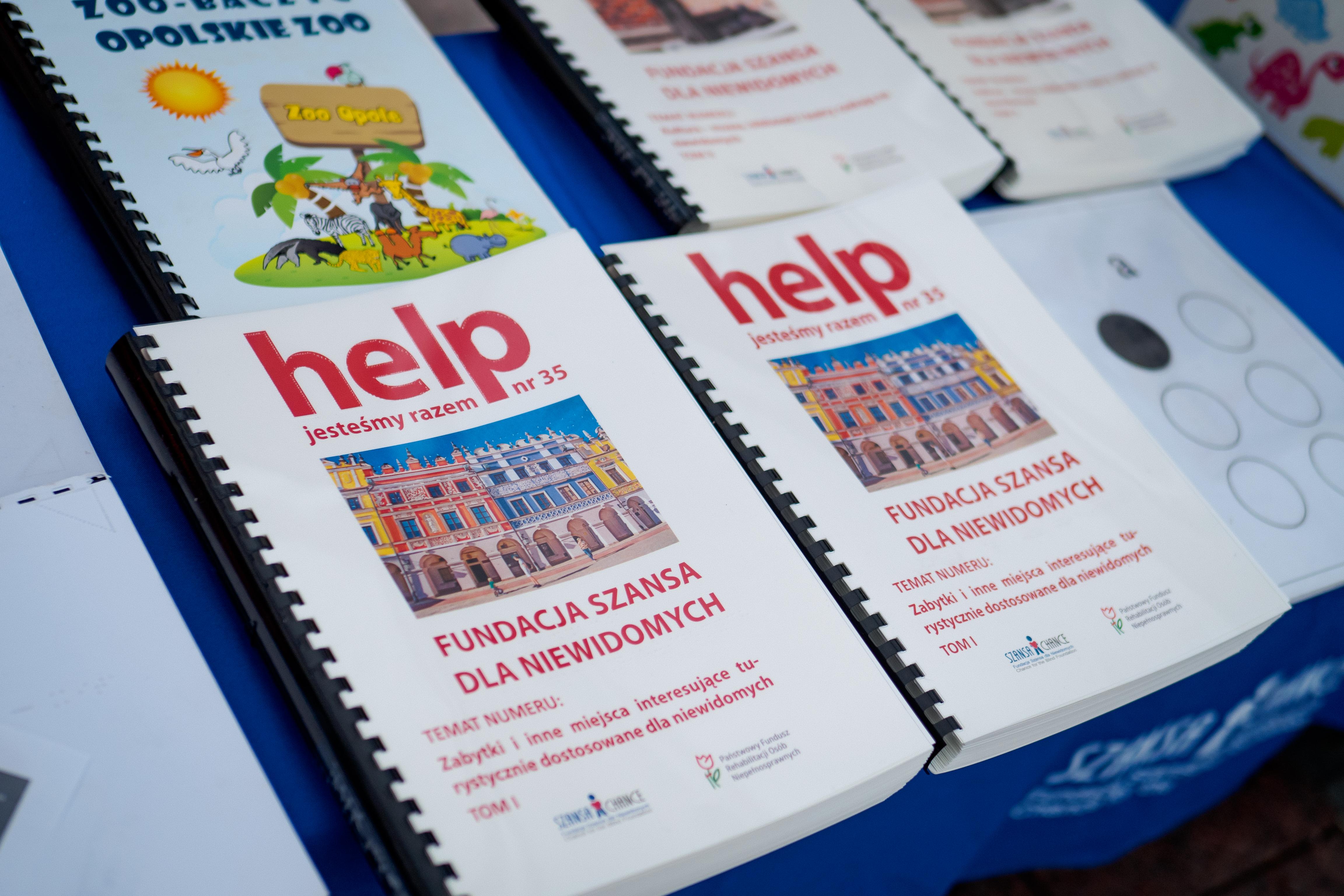 Miesięczniki HELP wydane w brajlu.