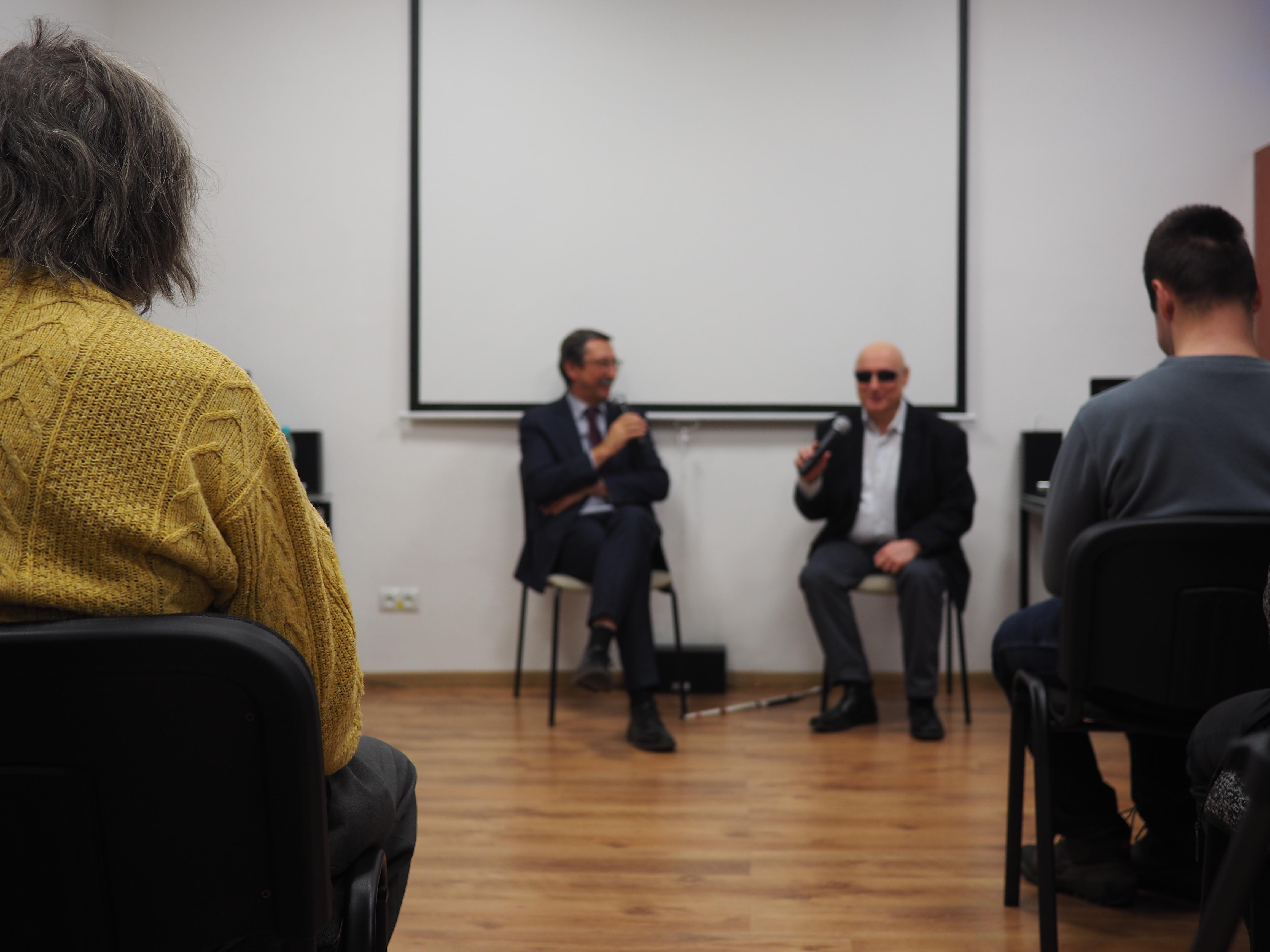 Profesor i Pan Marek siedzą
